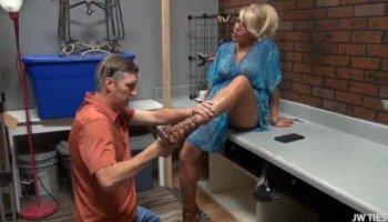 Slurping Asian MILF massages a dick to cumshot