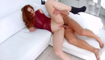 Anni in Anal